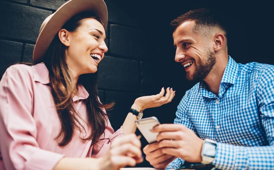 APP FOR PARFORHOLDET: Å snakke sammen er ifølge ekspertene viktig og bra for parforholdet, men det kan være vanskelig å sette av nok tid til den gode samtalen i en hektisk hverdag. FOTO: NTB Scanpix
