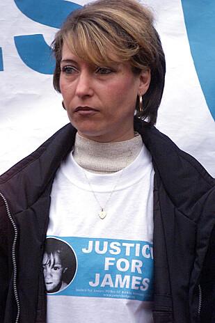 EN MORS KAMP: Denise Fergus fotografert under en protest i 2001 - da guttene ble sluppet fri. FOTO: NTB Scanpix