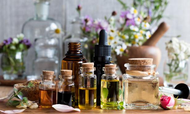 FLYTENDE OLJER: Oljene du har på kjøkkenet kan brukes til mye mer enn bare matlaging. FOTO: NTB Scanpix