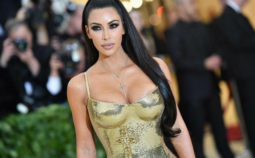 DELER HEMMELIGHETEN: Kim Kardashian er viden kjent for sin veldreide kropp – nå vet vi hvordan stjernen opprettholder de verdensberømte kurvene sine. FOTO: NTB Scanpix