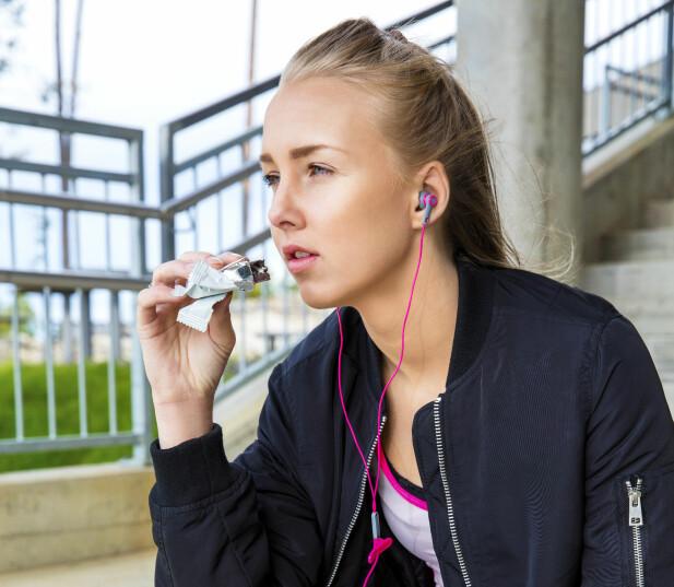 VONDT I MAGEN: Er du ikke helt vant med det, kan mye fiber gjøre at du får vondt i magen, føler deg oppblåst og du kan få forstoppelse. FOTO: NTB Scanpix