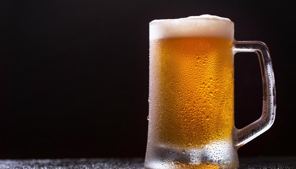 THERE AINT NO CURE: Er øl er universalmiddel også for tykkere hår? Vel ... det slukker hvert fall tørsten. FOTO: NTB Scanpix