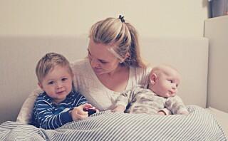 Tina og samboeren deler seng med barna: - De skal få sove med oss så lenge de ønsker