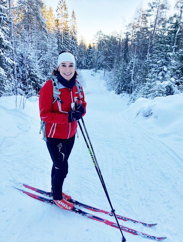 Å VÆRE I BEVEGELSE: - Det er mye bedre å være i bevegelse ute på ski, enn å ligge på sofaen og være lei seg, sier Kari til KK. FOTO: Malini Gaare Bjørnstad // KK