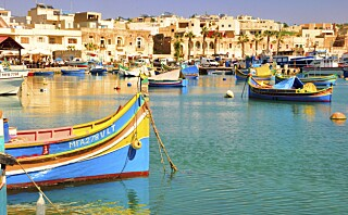 Øya med de blå båtene
