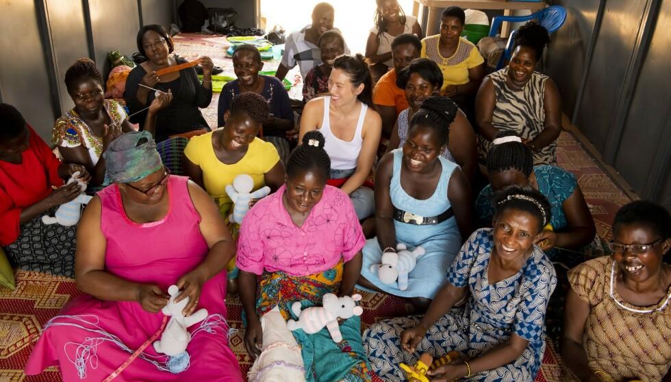 – Det føles så viktig å jobbe med dette, sier Nina Jarebrink, som i år lanserer to vesker produsert av kvinner i Uganda. FOTO: Mona Nordøy