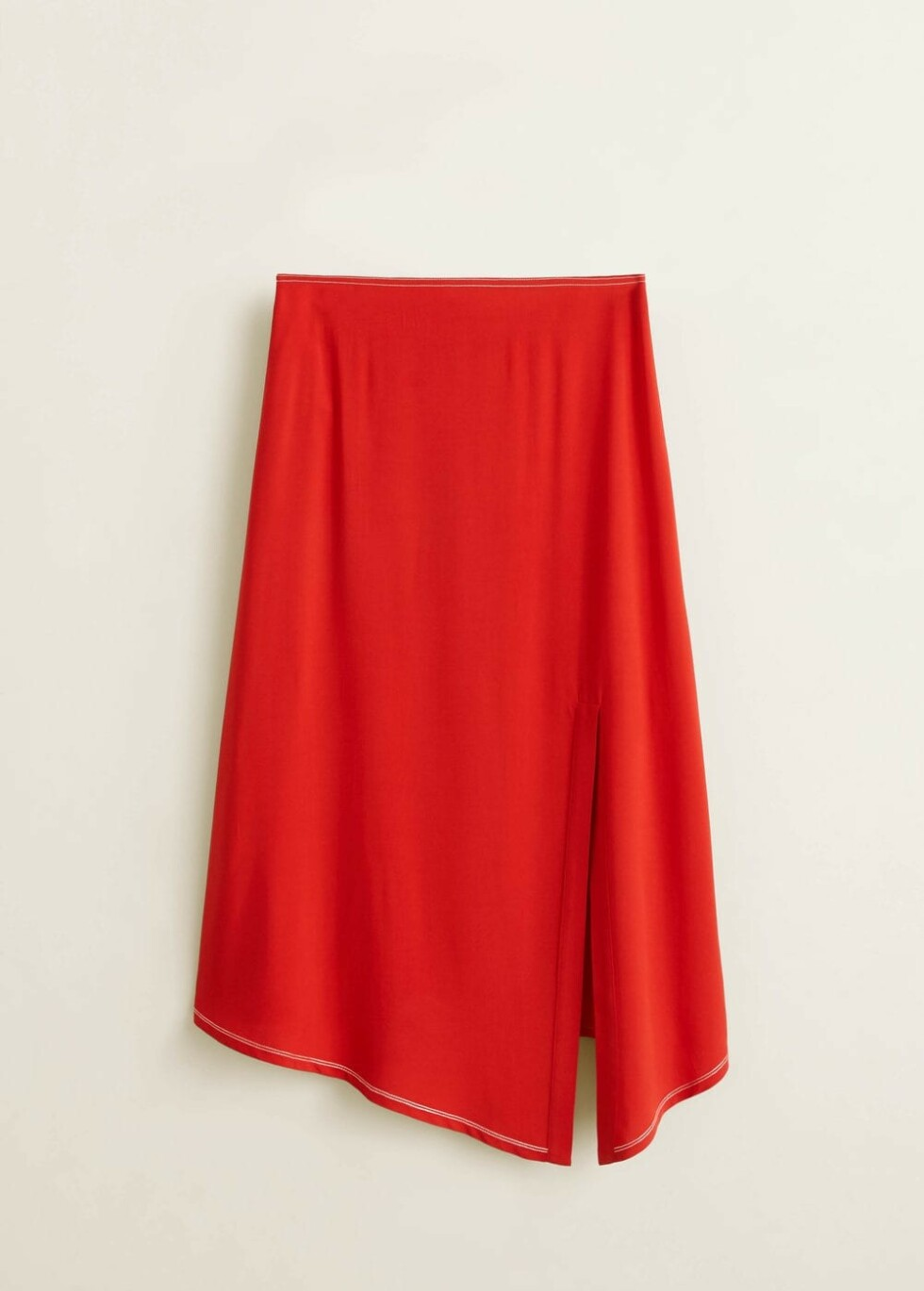 Skjørt fra Mango |449,-| https://shop.mango.com/no-en/women/skirts-midi/slit-hem-skirt_43050780.html?c=70&n=1&s=search