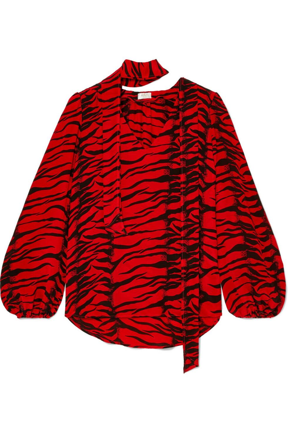 Overdel fra Rixo |2200,-| https://www.net-a-porter.com/no/en/product/1110750/rixo/moss-pussy-bow-tiger-print-silk-crepe-blouse