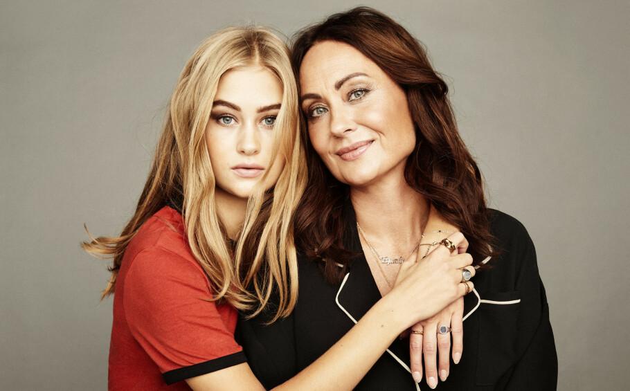 MOR OG DATTER: PR-profil Camilla Diane Meyer er stolt av datteren Lea Meyer som startet sitt første magasin som 14-åring, har gjort suksess som blogger og modell, og som har markert seg som skuespiller. FOTO: Trine Hisdal, STYLING: Kjersti Andreassen, HÅR OG MAKEUP: Jens J. Wiker