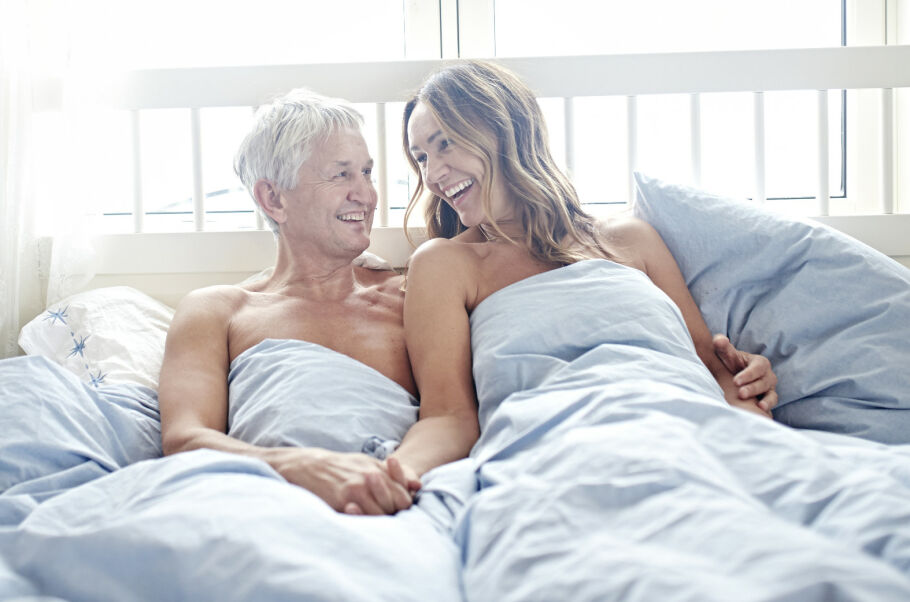 PART TIME LOVERS: Det er ikke hver natt ekteparet Henrik og Gry Sinding deler seng. For å redde forholdet ble de enige om å ha noen uker på og noen uker av. FOTO: Geir Dokken