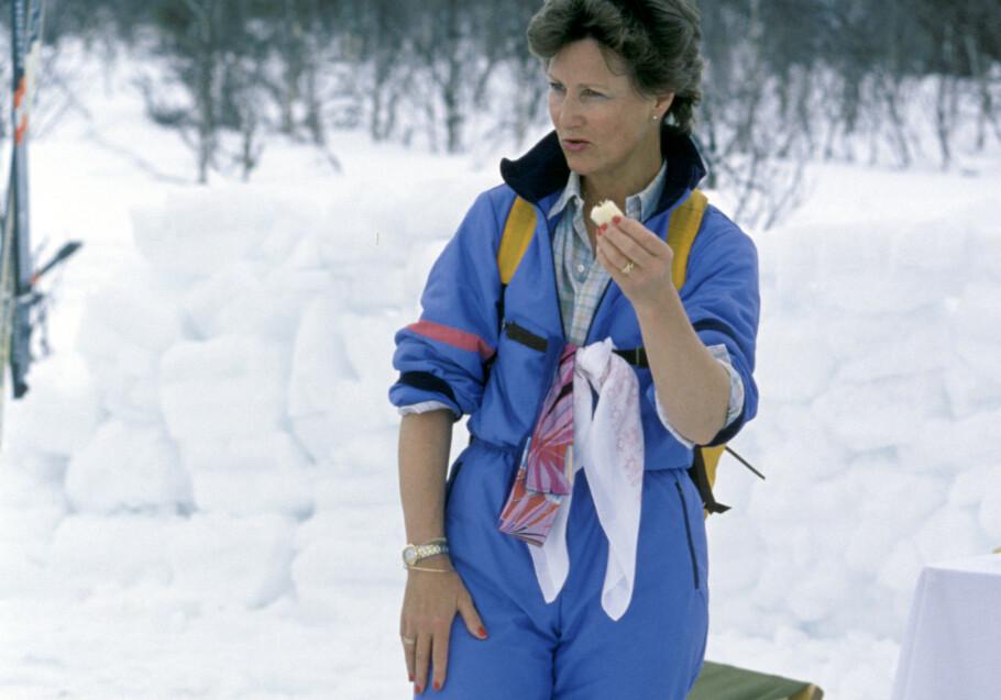 PÅSKEFERIE: Kronprinsesse Sonja i den populære heldressen på skitur i 1989. FOTO: NTB Scanpix