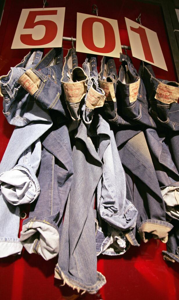 FØRSTE MODELLEN: Nummeret 501 var nummeret på den aller første Levi's jeansen. Modellen er like populær i dag som den var den gang. Foto: NTB Scanpix