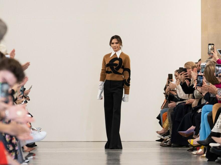 VICTORIA BECKHAM: Designeren deler hvilke plagg hun mener bør være i klesskapet ditt. Foto: Scanpix