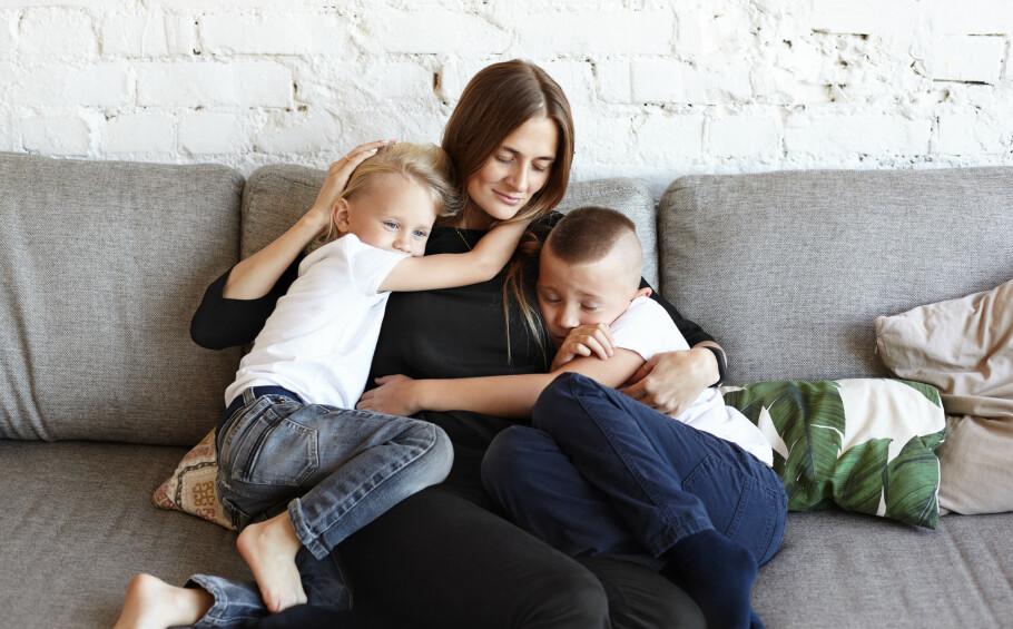 STRESSA TOBARNSMØDRE: Det kommer kanskje ikke som noen bombe, men ifølge en ny studie er fulltidsarbeidende mødre de aller mest stressa. FOTO: NTB