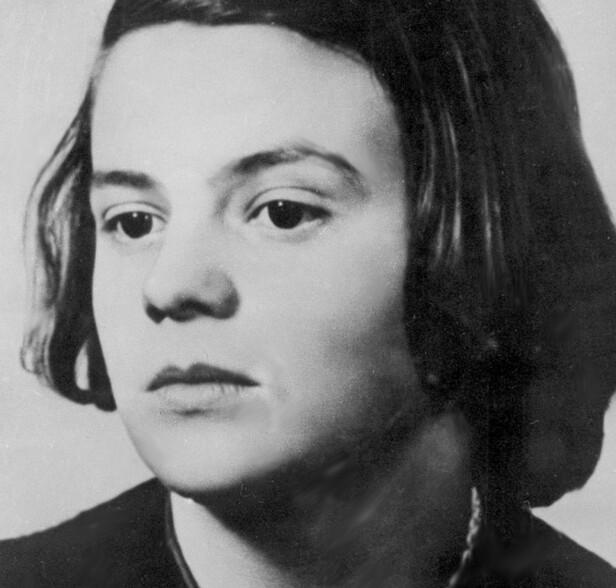 TAPPER: Tyske Sophie Magdalena Scholl var motstander av nazi-regminet, og viet sitt unge liv til å bekjempe nazismen. Det fikk store konsekvenser for 21-åringen. Mandag 22. februar 1943 ble hun halshugget som følge av at hun hadde delt ut informasjonshefter med anti-nazistisk innhold på universitetet i München. FOTO: NTB Scanpix