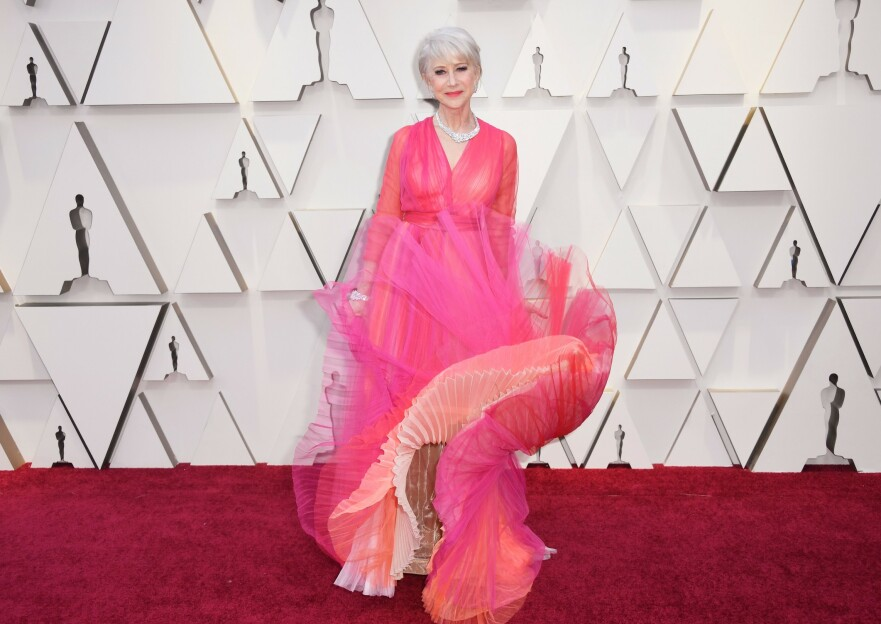 RØD LØPER: Helen Mirren svingte seg under årets Oscar-utdeling. Foto: Scanpix