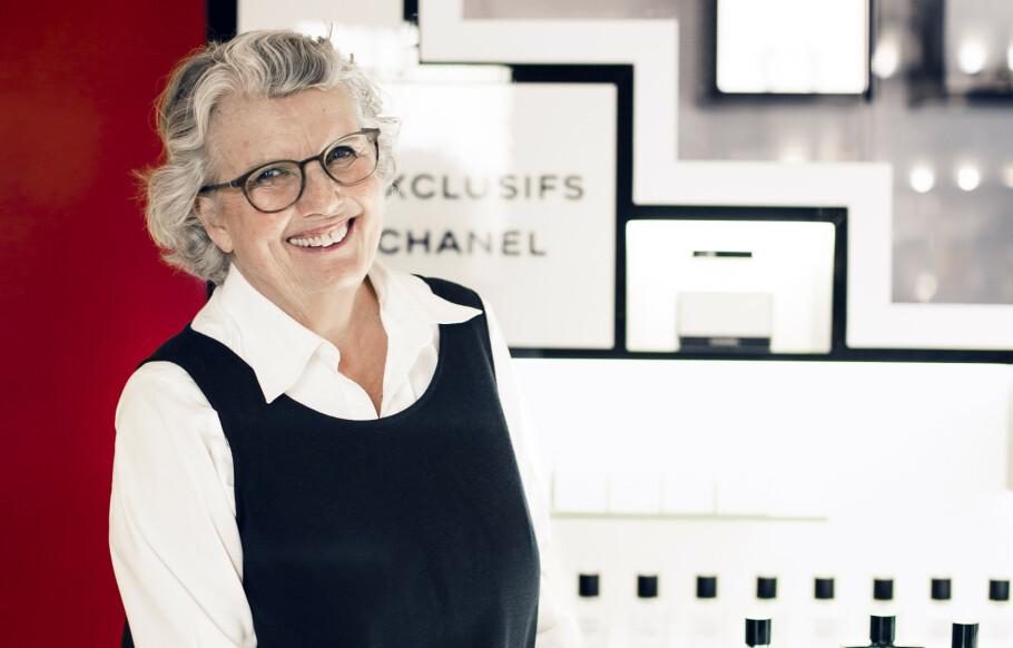 PARFYMERIEIER: Gimle Parfymeri feirer 80-årsjubileum i år. Lill-Ann Schjelderup har stått bak disken i 36 av dem. FOTO: Astrid Waller