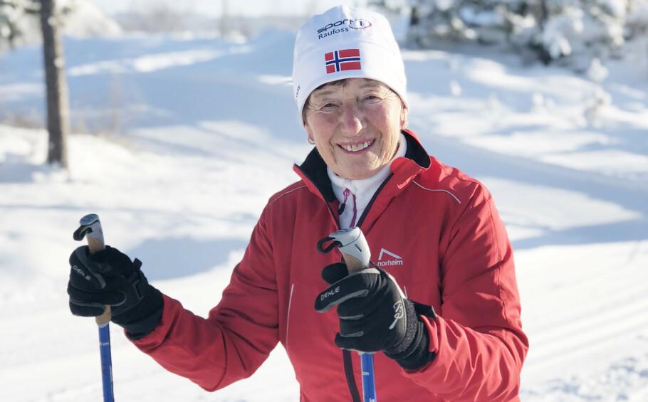 SUPERSPORTY DAME: Liv Astri Løkken er bosatt på Raufoss og har skiløypene rett utenfor inngangsdøren. 16. mars stiller hun opp på skirennet Birken for 28. gang. FOTO: Malini Gaare Bjørnstad // KK