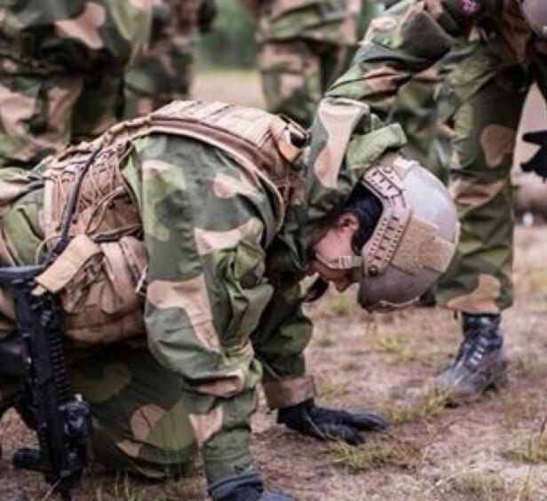 DE SISTE UKERS AVSLØRINGER TIL TROSS: - Å være i Forsvaret er en opplevelse for livet, sier Jennie-Lovise Nordheim Bjerke. - Du lærer ekstremt mye om deg selv og om hvor mye du kan pushe deg selv både fysisk og psykisk. FOTO: Privat