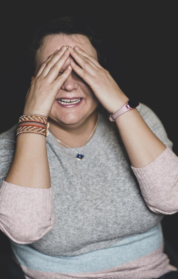HOMOR OG VENNER: Liv mener humoren har hjulpet henne å stable livet på bena igjen.  – Jeg tar meg ikke så høytidelig. Uten humor hadde ikke overlevd. Humor og gode venninner. FOTO: Astrid Waller