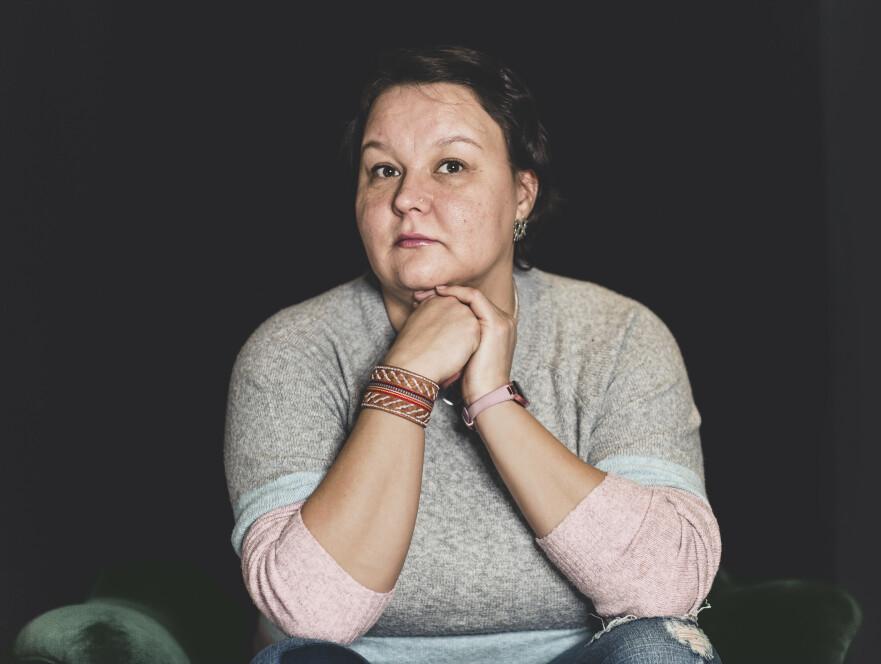 TAPTE SØKSMÅL: I 2015 tok Livs advokat Ingar Nikolaisen Kuoljok ut stevning mot Tysfjord kommune med krav om erstatning på bakgrunn av mangelfulle tiltak av barnevernet. Kravet ble avvist. Det samme ble anken. Liv har i dag skrevet bok om oppveksten sin i Tysfjord kommune. FOTO: Astrid Waller