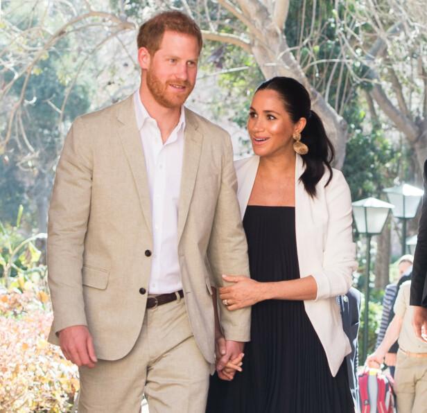 FORELSKET: Ekteparet Harry og hertuginne Meghan fotografert under et offisielt oppdrag i Marokko i slutten av februar. De to går en spennende tid i møte. FOTO: NTB Scanpix