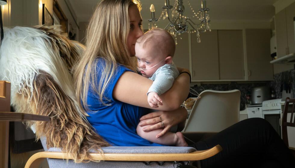 HJEMME: Etter fem måneder på sykehuset får familien endelig tillatelse til å flytte hjem til Harbak. FOTO: Marthe Svendsen