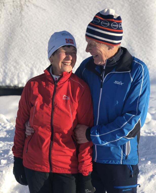 GOD STØTTESPILLER: Ektemannen til Liv Astri, Åge Løkken, er selvutnevnt manager og smøreansvarlig for kona. De har vært gift i 53 år. FOTO: Malini Gaare Bjørnstad // KK