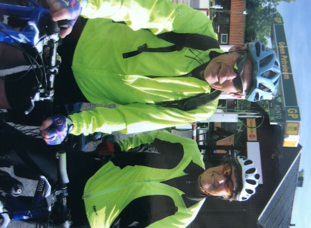 PÅ SYKKELRITT: Liv Astri og ektemannen Åge Løkken setter pris på en aktiv hverdag, og har flere ganger delt på sykkelritt sammen. FOTO: Privat