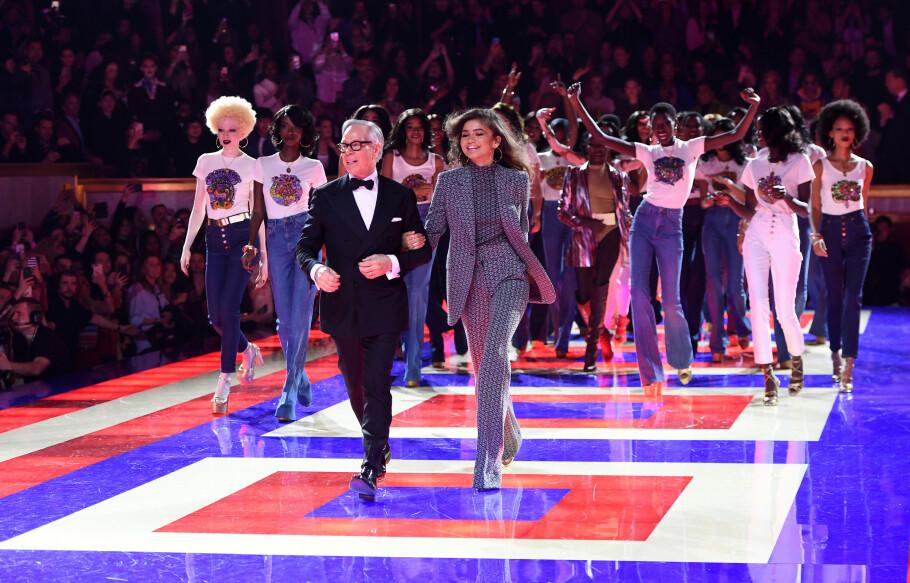 PARIS FASHION WEEK: Tommy Hilfiger og Zendaya viste sin første samarbeidskolleksjon, #TOMMYNOW, under Paris Fashion Week til enorm jubel! FOTO: Tommy Hilfiger