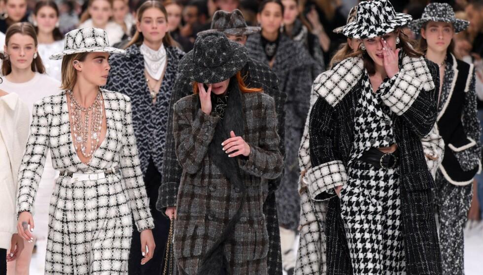 CHANEL AW19: Flere modeller måtte ta til tårene under Chanels visning under Paris Fashion Week. Foto: Scanpix