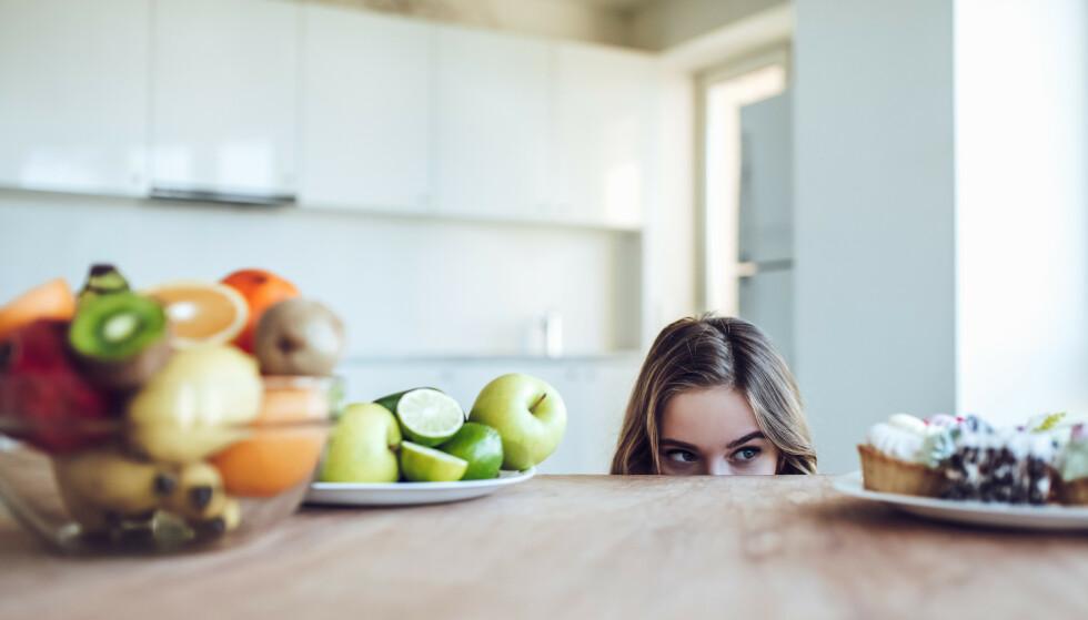 VANSKELIG Å MOTSTÅ FRISTELSER: Det kan være veldig vanskelig å motstå fristelser over lang tid, og for mange kan derfor en pause fra slankingen være til stor hjelp. FOTO: NTB Scanpix