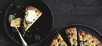 Hvit sjokoladekake med bjørnebær,lime og pistasjnøtter