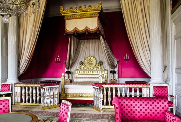 SOVEROM I VERSAILLES: Kanskje var det i nettopp denne sengen på slottet i Versailles at Marie Antoinette fødte sin lille datter Marie Therese. FOTO: NTB Scanpix
