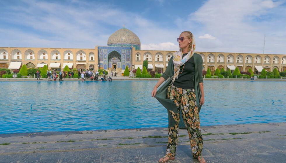 HOLDT SEG PÅ BAKKEN: Evelina har blant annet reist fra Sverige til Iran, kun ved å benytte seg av tog og buss. FOTO: Privat