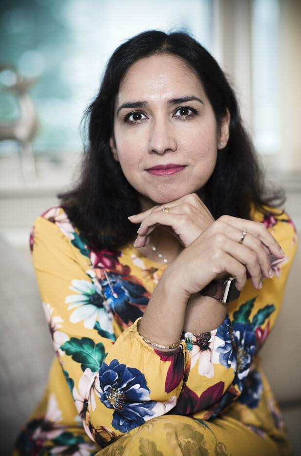 """STERK STEMME: Shazia Majid (44) hoppet av en god jobb som økonom for å gi muslimer, innvandrere og minoritetskvinner en stemme i norsk presse, som kommentator i VG. Nå har hun skrevet dokumentarboken """"Ut fra skyggene – den lange veien mot likestilling for minoritetskvinner"""". FOTO: Astrid Waller"""