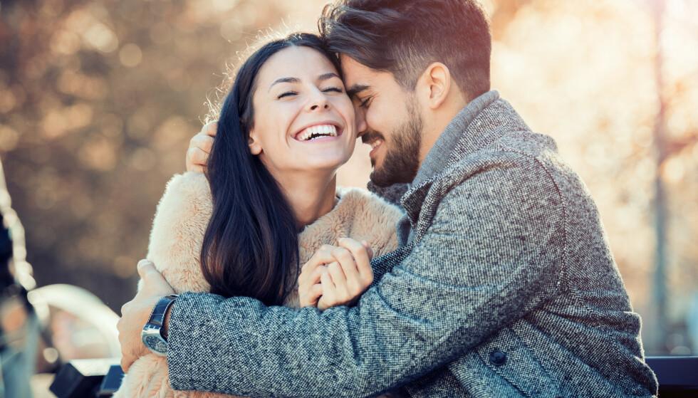 LYKKELIGE: Tilknytningen vår kan beskrives som evnen til å skape dype følelsesmessige bånd, og det er viktig for å være lykkelig i et forhold over tid.