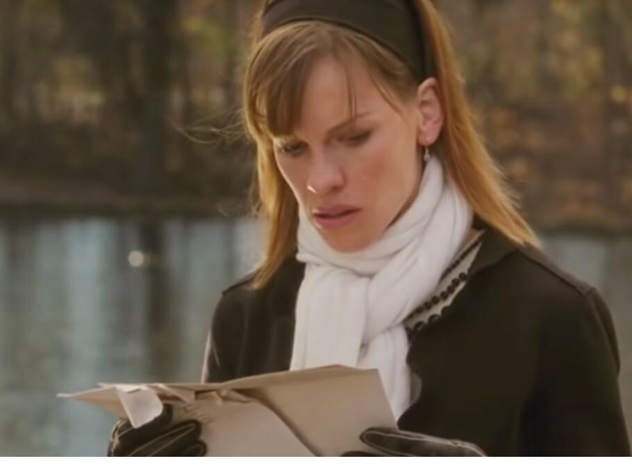 BREV: Før han døde skrev Gerry en rekke brev til Holly som vil veilede henne, ikke bare gjennom sorgen, men også til å gjenoppdage seg selv. Den første beskjeden dukker opp på Hollys 30-årsdag. FOTO: Skjermdump
