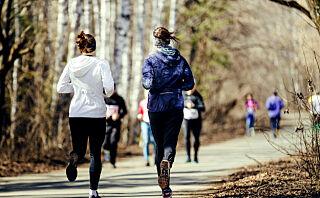 Å løpe på tredemølle er god trening, men å løpe ute vil gi deg en ekstra fordel!