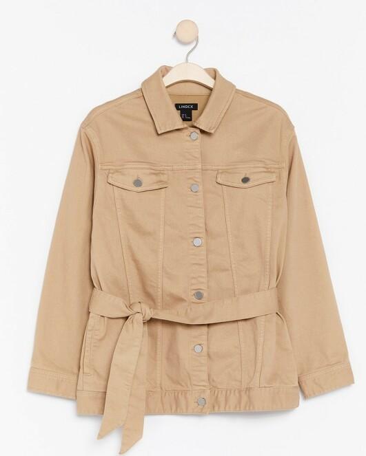 Jeansjakke | Lindex | https://www.lindex.com/no/dame/kommer-snart/7862183/Beige-jakke-i-denim/?utm_source=aller&utm_medium=native&utm_campaign=1903_woman&utm_content=smart_wardrobe