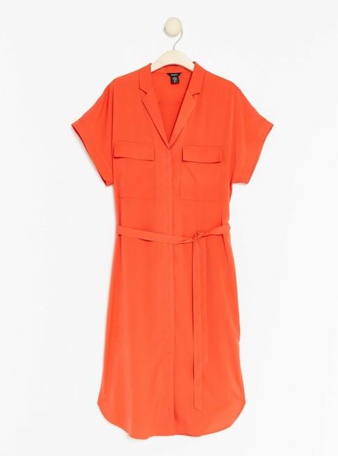 Skjortekjole | Lindex | https://www.lindex.com/no/dame/overdeler/kjoler/7852925/Skjortekjole-med-knytebelte/?utm_source=aller&utm_medium=native&utm_campaign=1903_woman&utm_content=smart_wardrobe