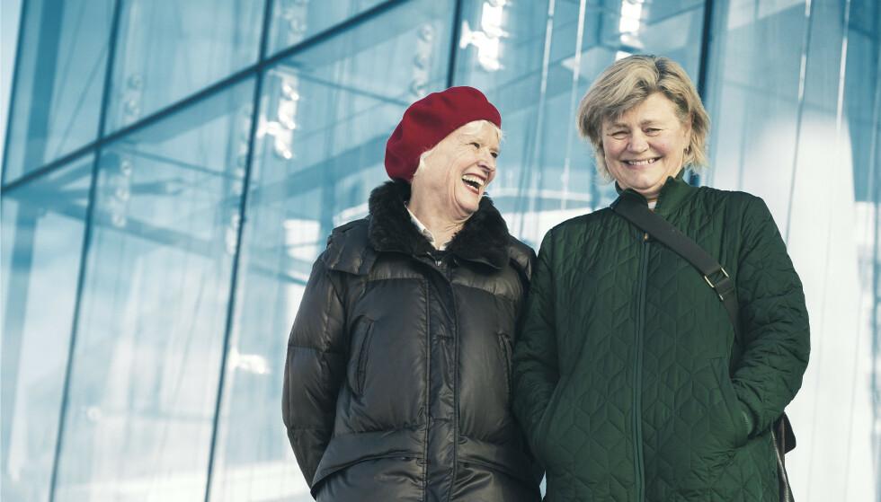 GODE KOLLEGER: - Det ble vel rundt tjue år på samme sykehus, gjorde det ikke? Britt Ingjerd og Kristi kjenner hverandre godt. Foto: Astrid Waller