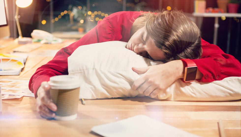 <strong>OPPKVIKKENDE:</strong> Men drikker du kaffe for å holde deg våken utover ettermiddagen, kan det ha betydning for hvor kvikk du føler deg dagen etter. FOTO: NTB Scanpix