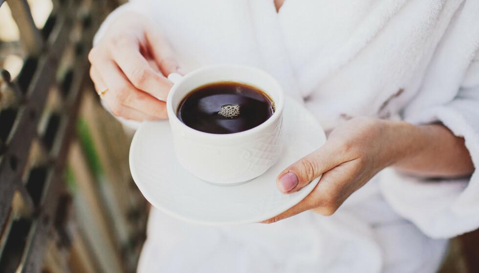 KAFFETØRST FOLK: Nordmenn er svært glad i kaffe, men for noen kan det gå utover nattesøvnen. FOTO: NTB Scanpix
