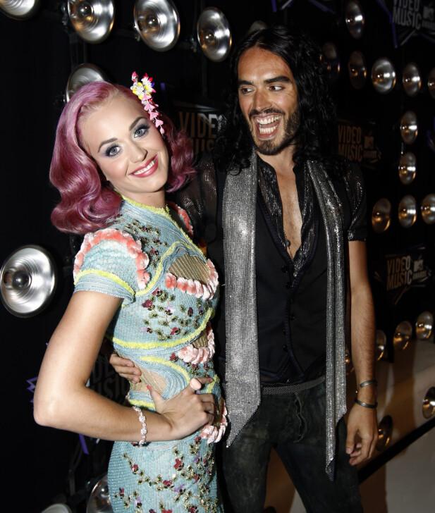 FORT I SVINGENE: Katy Perry og skuespiller Russell Brand giftet seg etter å kjent hverandre i et knapt år. FOTO: Scanpix