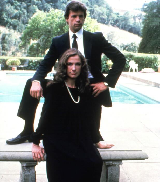 KJENT POSITUR: Ingen tvil om hva Lorenzo Lamas rolle var i den populære såpeserien Falcon Crest på 80-tallet. Her sammen med Ana Alicia som spilte Melissa i serien. FOTO: NTB Scanpix