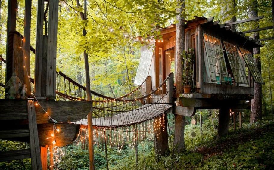 MAGISK: Nei, dette er ikke tatt ut fra et eventyr – det er en bolig du faktisk kan tilbringe en natt i (hvis du graver litt godt ned i lommeboken, da...). FOTO: AirBnB
