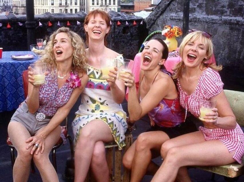POPULÆR GJENG: Det er to tiår siden vi for første gang møtte Carrie Bradshaw, Miranda Hobbs, Charlotte York og Samatha Jones på skjermen. FOTO: HBO