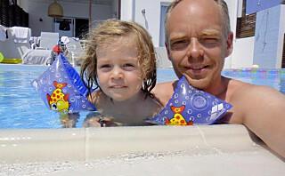 Da akuttlege Stephen så sin egen toåring ligge livløs i bassenget, glemte han alt han kunne om livredning