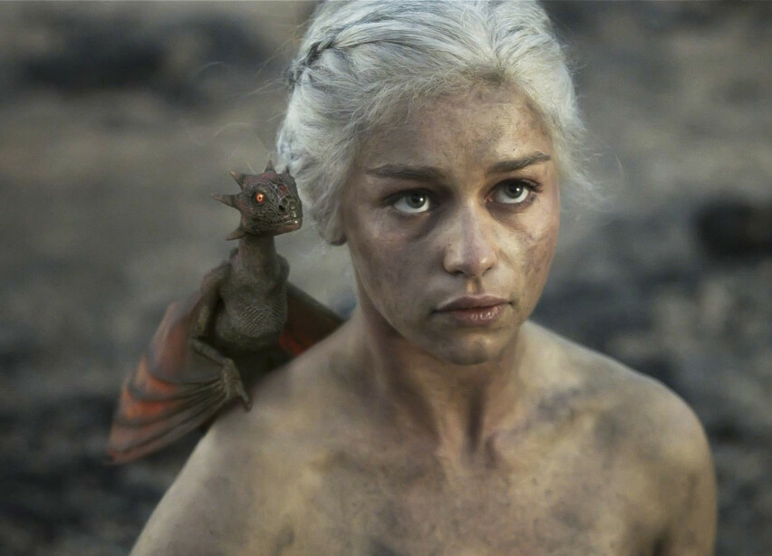 DEN GANG DA: Emilia Clarke, som portretterer Daenerys Targaryen, i en scene fra første «Game of Thrones»-sesong i 2011. FOTO: HBO